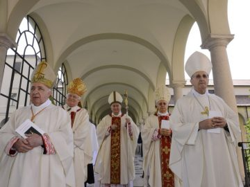 Il card. Parolin ordina vescovo mons. Bertoldi: «chiamato a essere testimone del Risorto<br>e artefice di pace»