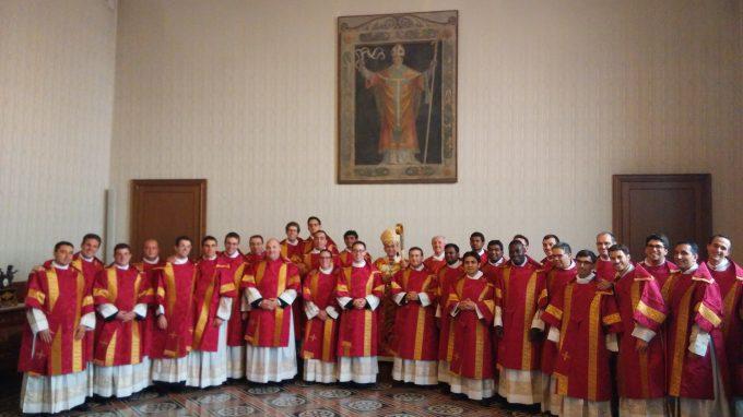 Foto di gruppo Ordinandi con Mons. Delpini