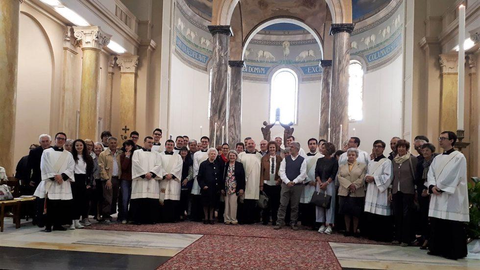 Famiglie su altare 1 maggio 2018