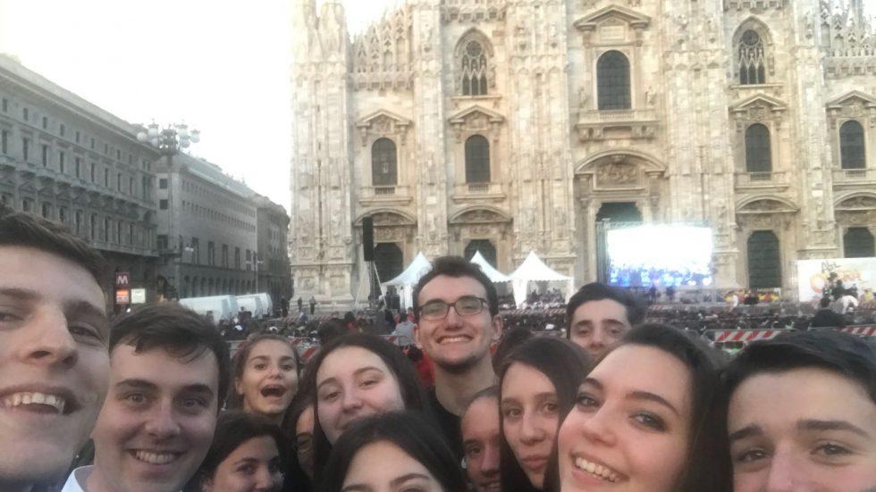 Motta con i ragazzi inpiazza Duomo